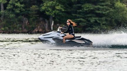 Jet-Net - Des Québécois ont développé une motomarine et une motoneige électrique